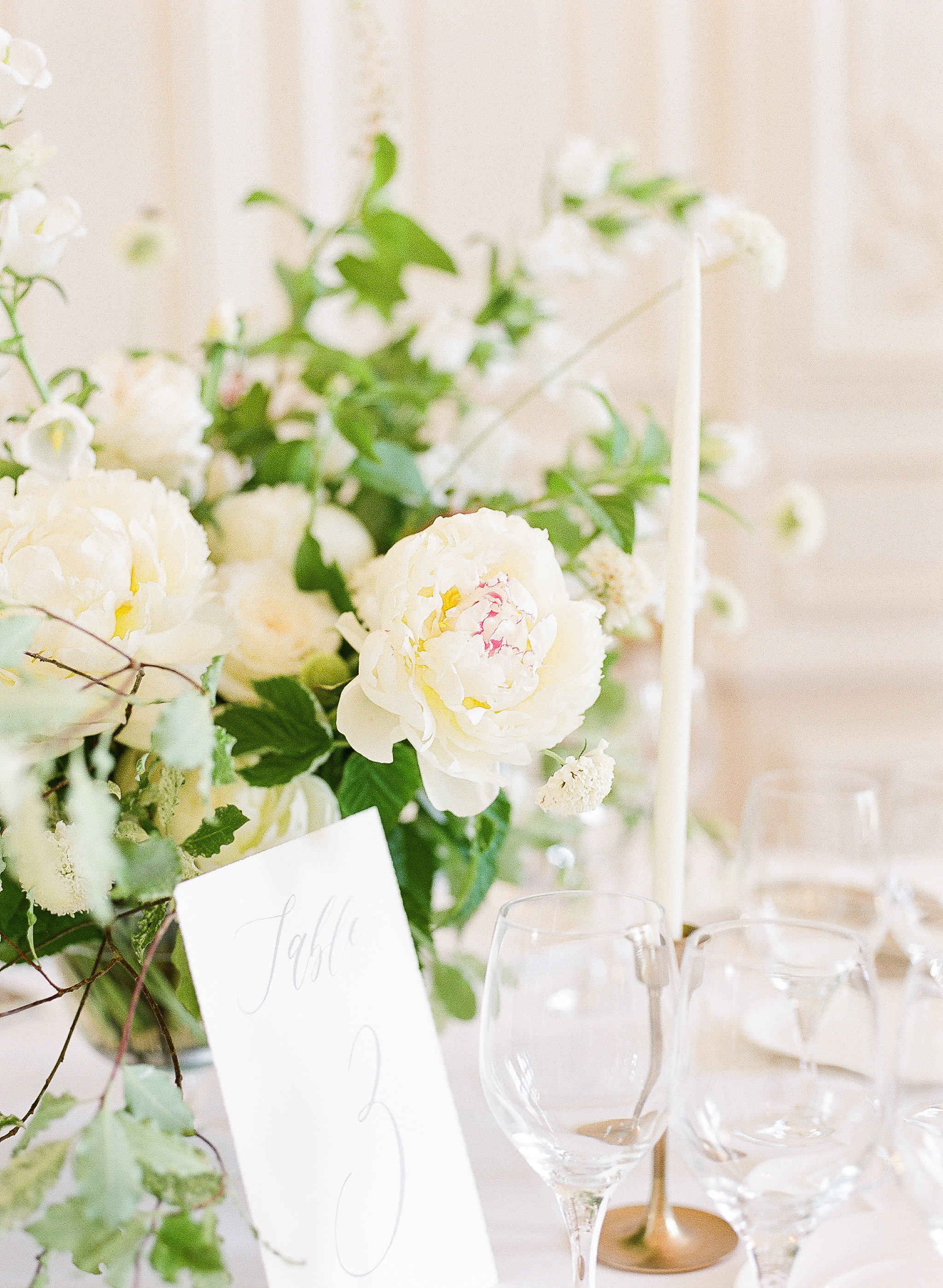 fine-art-wedding-florist-paris-france-wedding-white-and-green-flowers.jpg