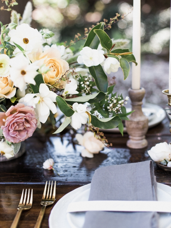 Spring wedding inspiration at the Columbia Gorge hotel with pastel wedding flowers by Foraged Floral