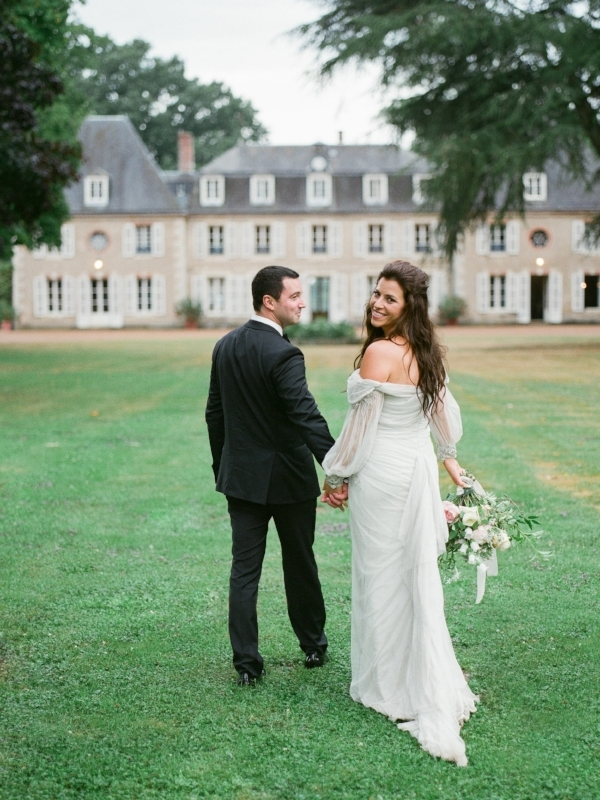 Paris, France wedding at Chateau Bouthonvilliers with blush, peach, and white wedding flowers by Foraged Floral