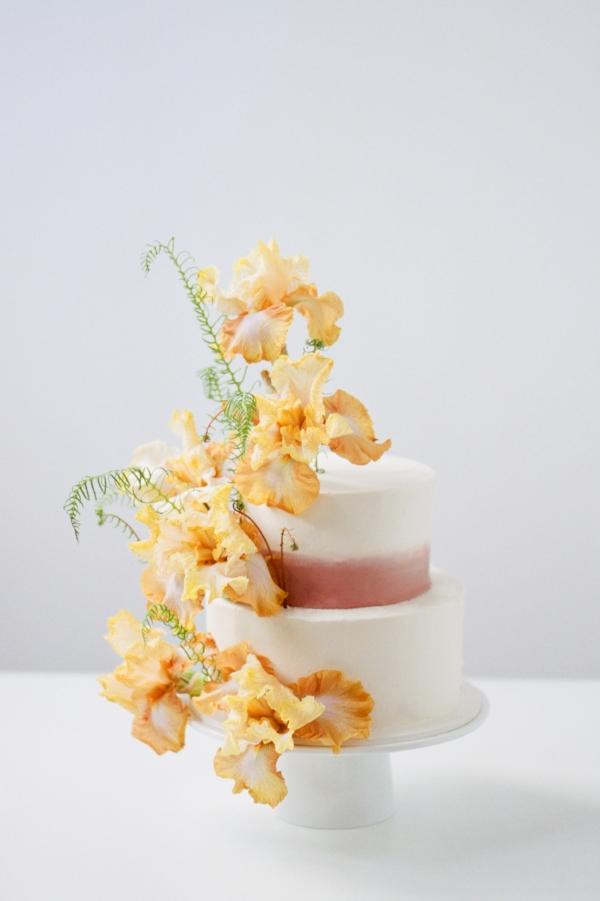 Unique wedding cake inspiration with peach and pink fresh flowers by Foraged Floral