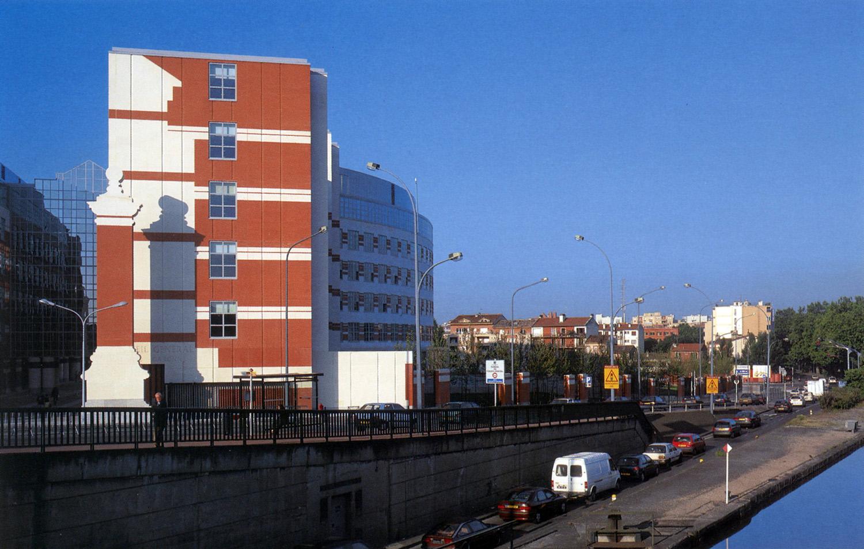 Partial north façade with Canal du Midi.