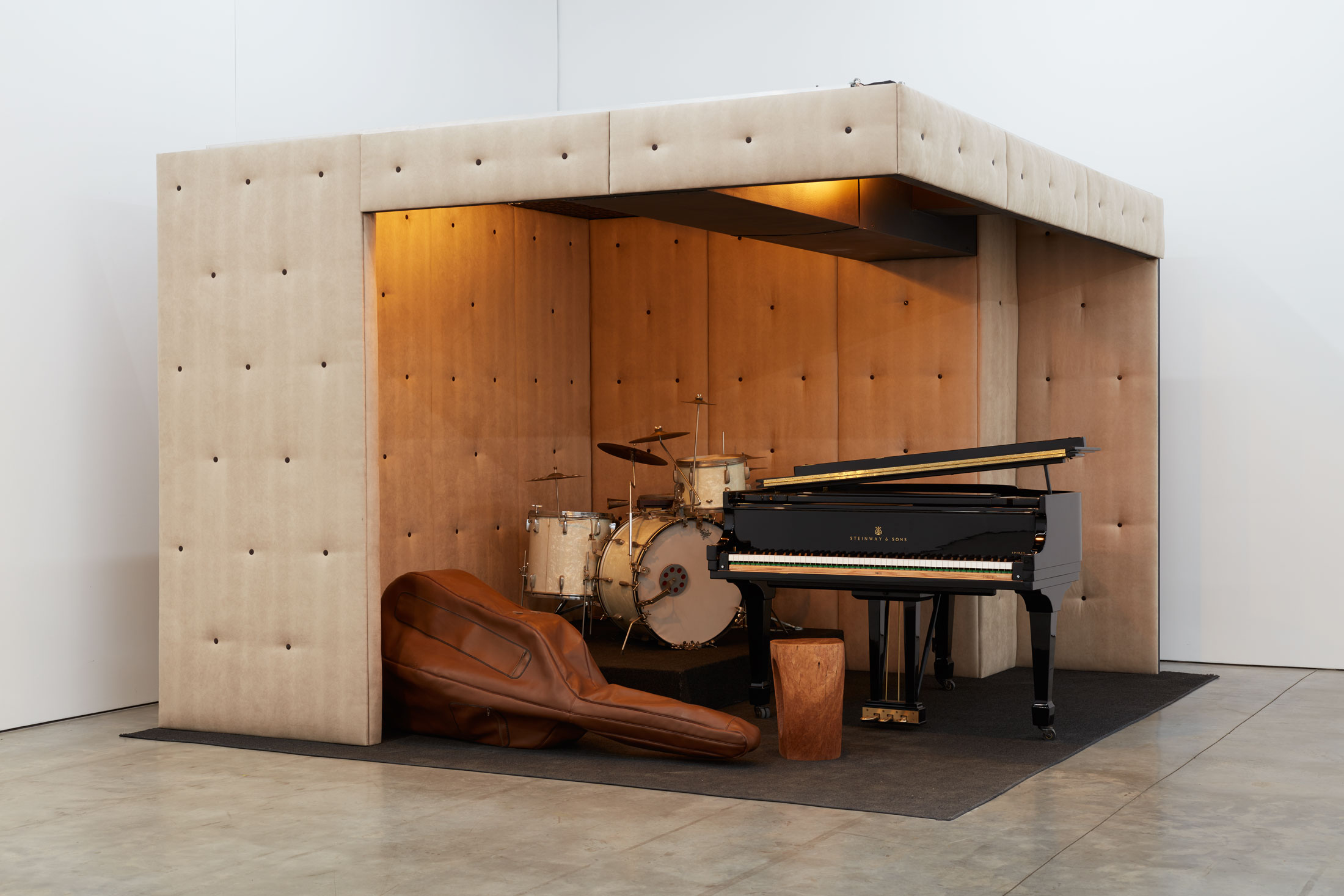 Jason Moran, STAGED,Three Deuces , 2015,Mixed media, sound,120 x 216 x 120 inches (304.8 x 548.6 x 304.8 cm).© Jason Moran; Courtesy of the artist and Luhring Augustine, New York.