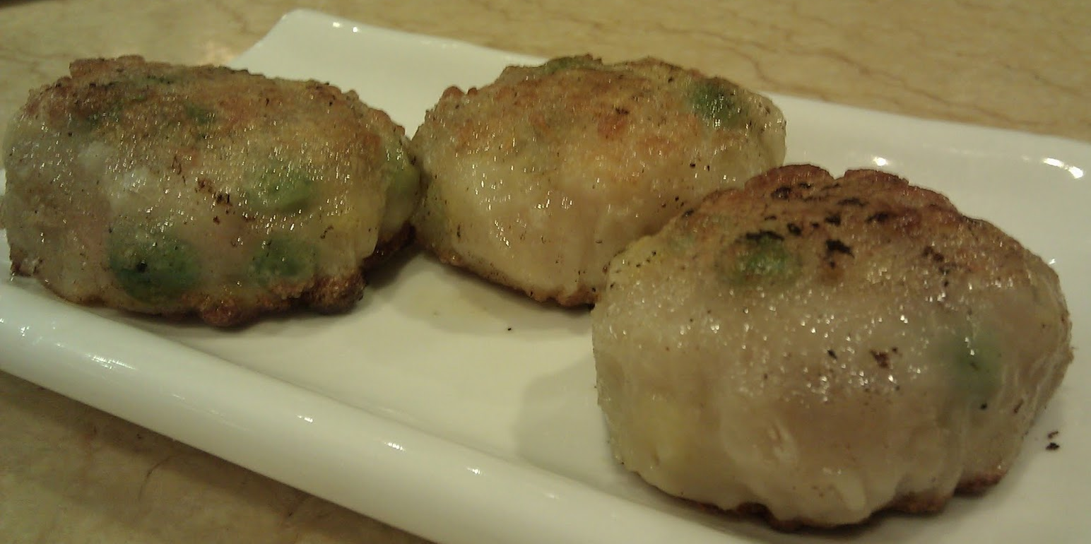 Shrimp fried baozi with chives.