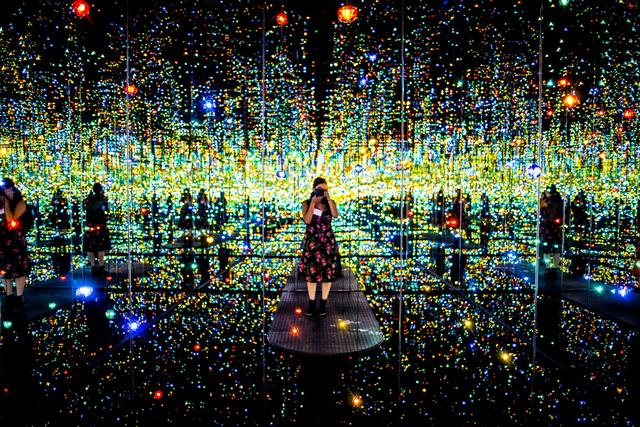 Yayoi Kusama Infinity Mirrored Room The Souls of Millions of Light Years Away_The Broad Press Preview_Annie Lesser_Sept 16 2015_001.jpg