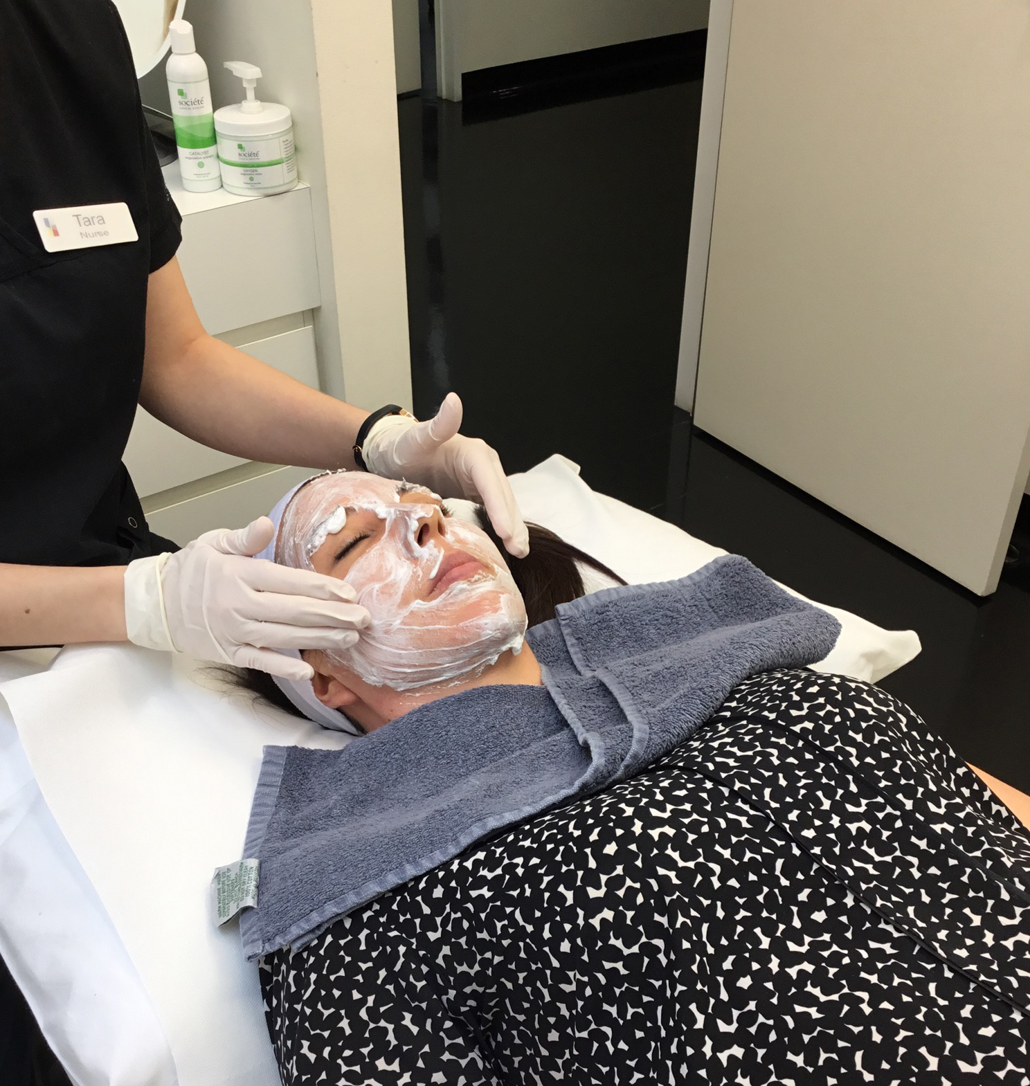 Procedural nurse  Tara Coetzer  applies an Oxygen treatment to the skin before a  light skin peel  to give the treatment a boost for a result that glows.