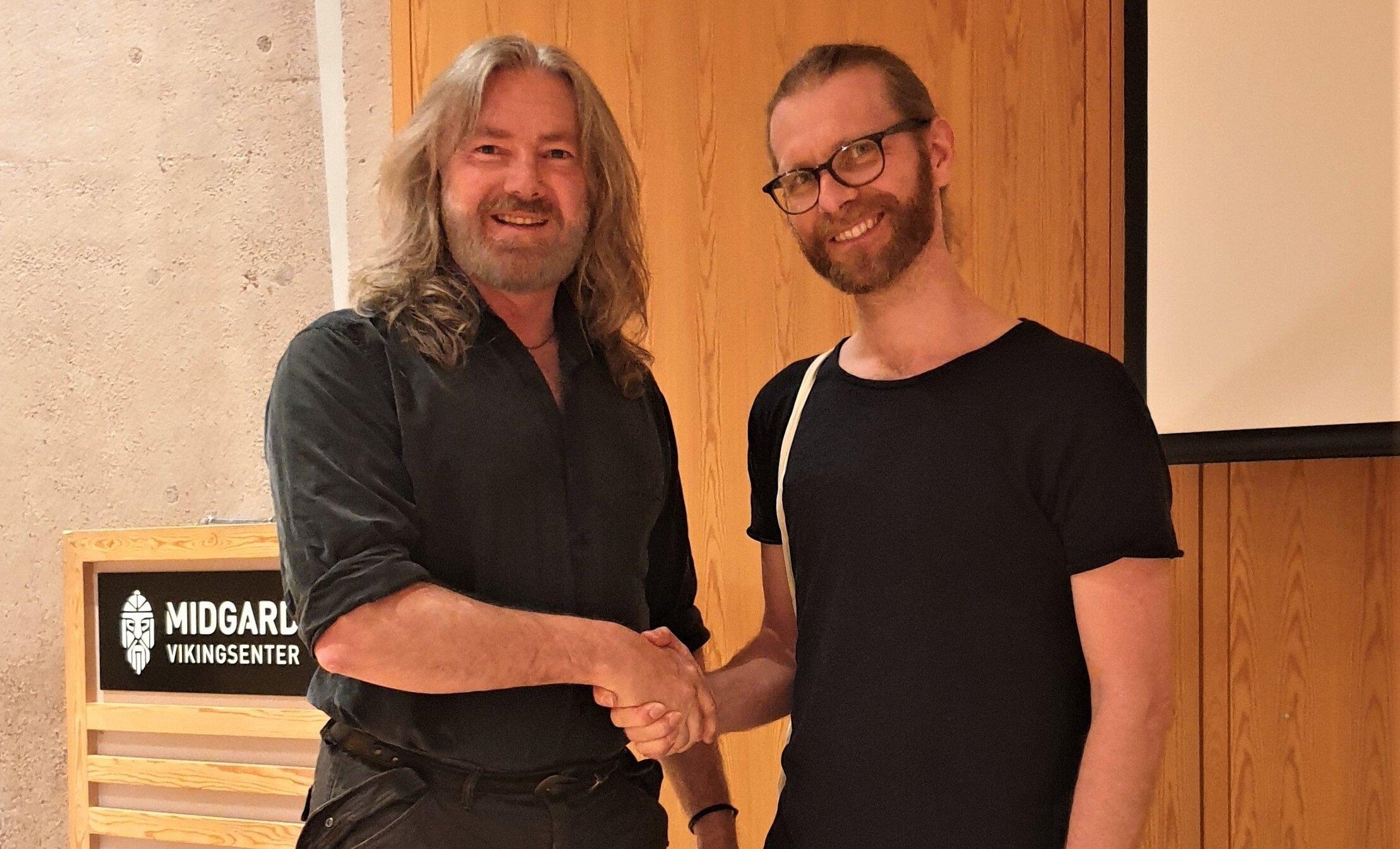 Tyr Neilsen with Vegard Vike at his lecture on Norwegian Viking Swords