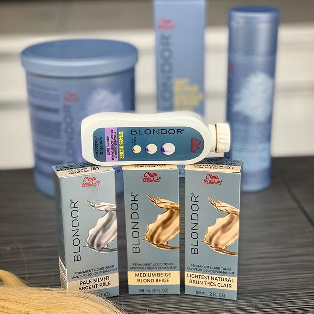 By partnering with the best, we always have new tools at our disposal for your dream hair! The New Blonding Shades make your blonde ambition a short term goal😎💅🏻 #discoveraudace #salonaudace #maindistrictnorman #salonsavvy #normantopsalon #normanhairsalon #oklahomahairsalon #behindthechair #shuuemurahair #sevenhaircare #partneredwiththebest #modernsalon #ghdhair #loveourjobs❤️ #licensetocreate #naha2019 #votedbestsalon