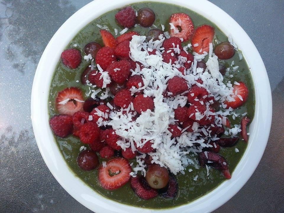 Superfood smoothie bowl