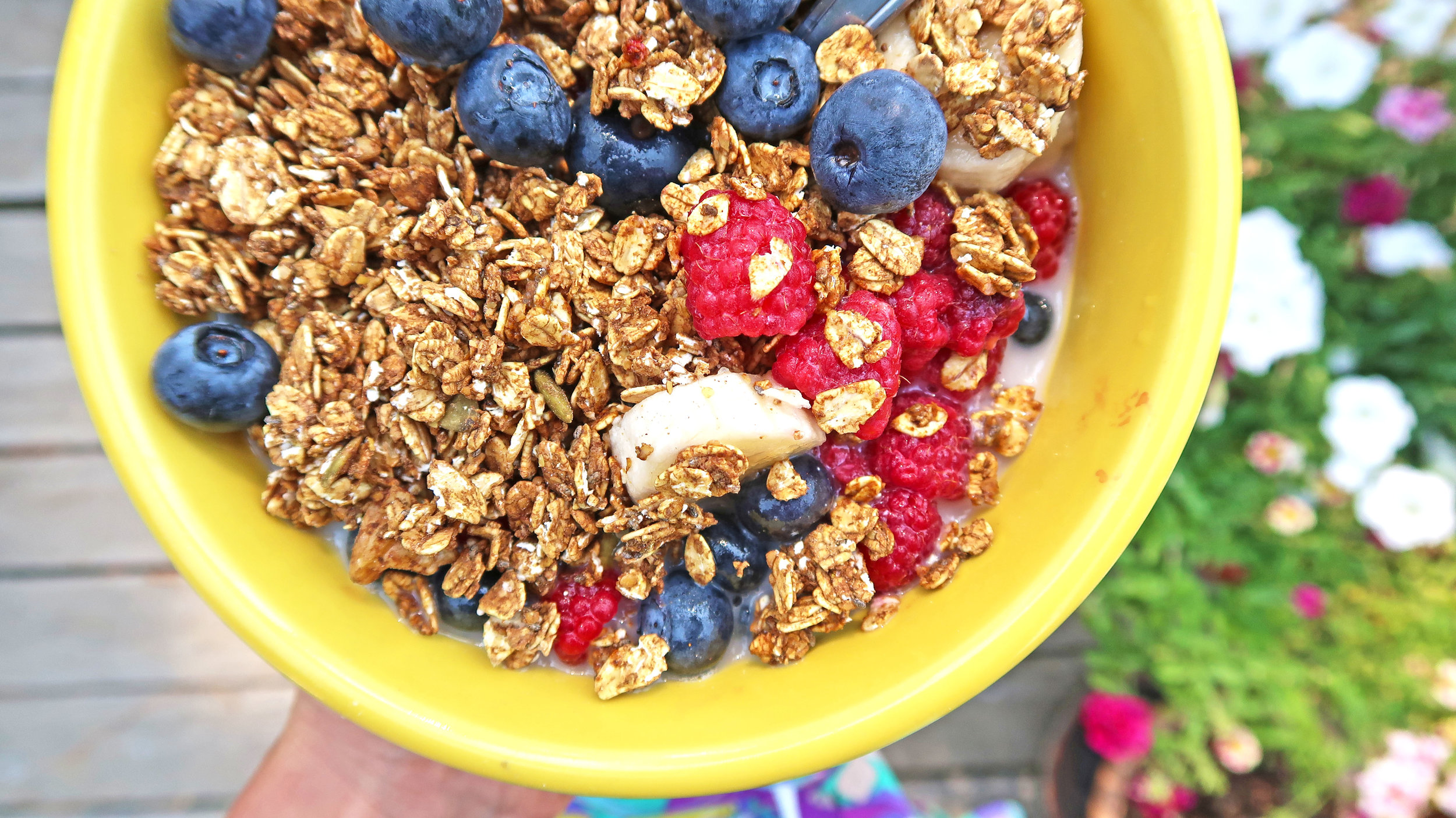 food - Turmeric Cacao Granola_berry bowl_1588.jpg