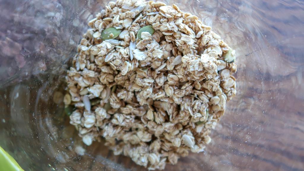 food - smoothie bowl- granola IMG_4630-2.jpg