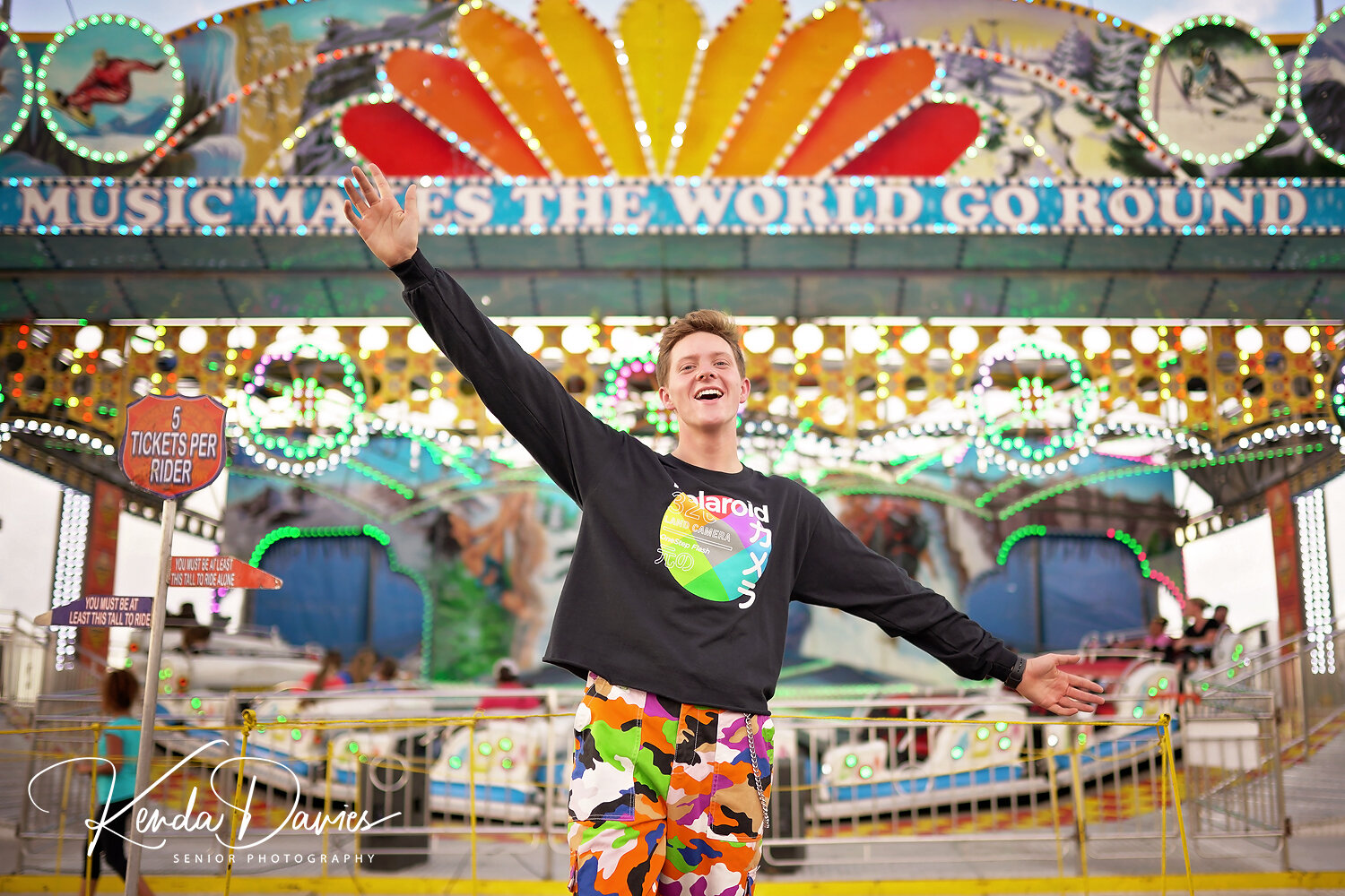 What a perfect backdrop for a kid who likes to dance as much as Matt does! (And sometimes you're just going to get random fair goers in the shot.)