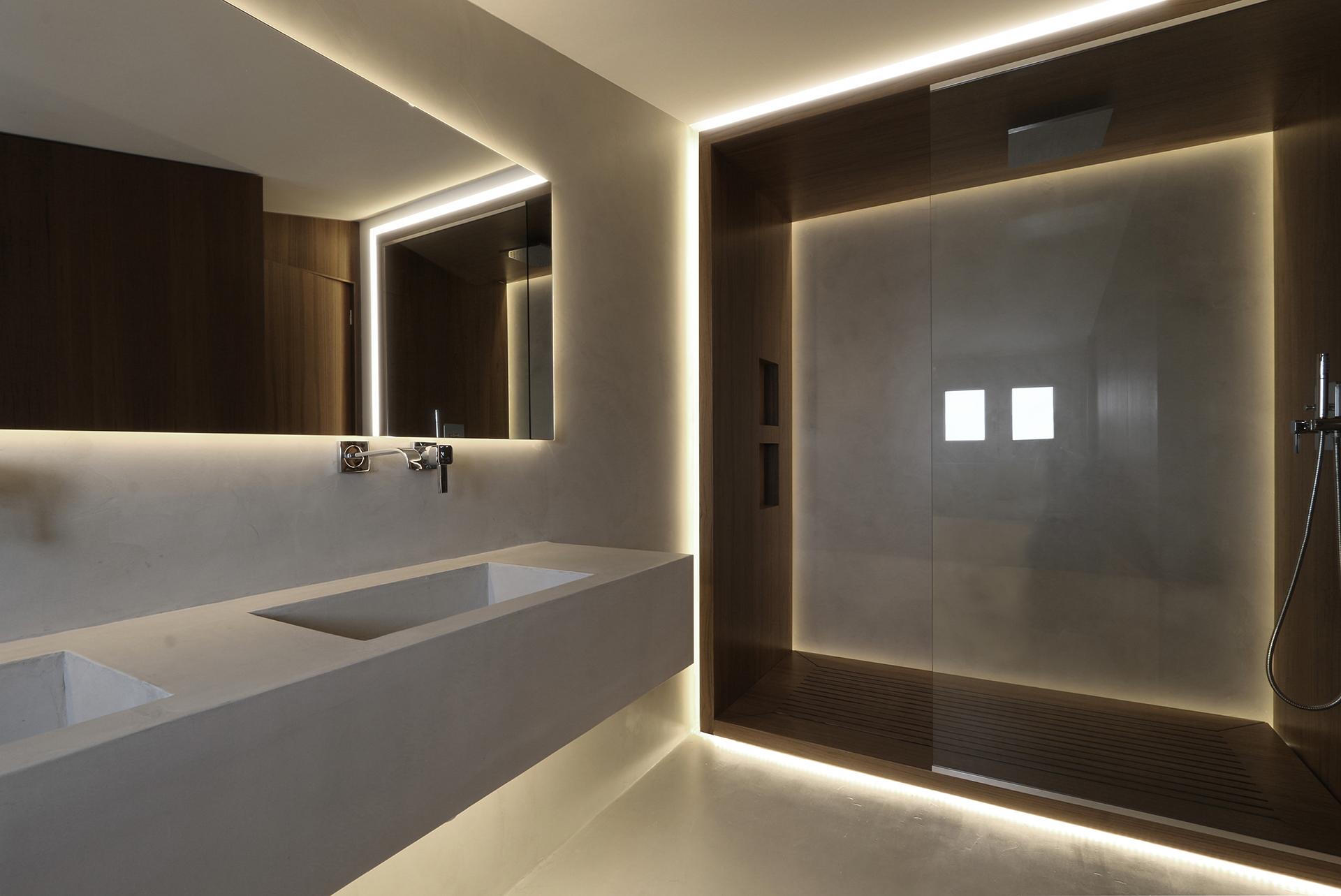 attic bathroom 03.jpg
