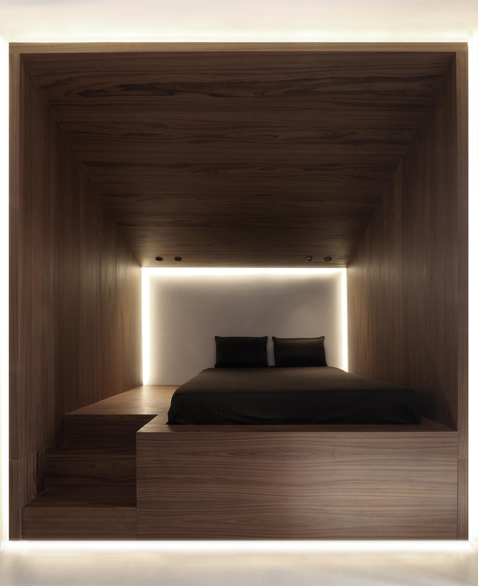 attic 02.jpg