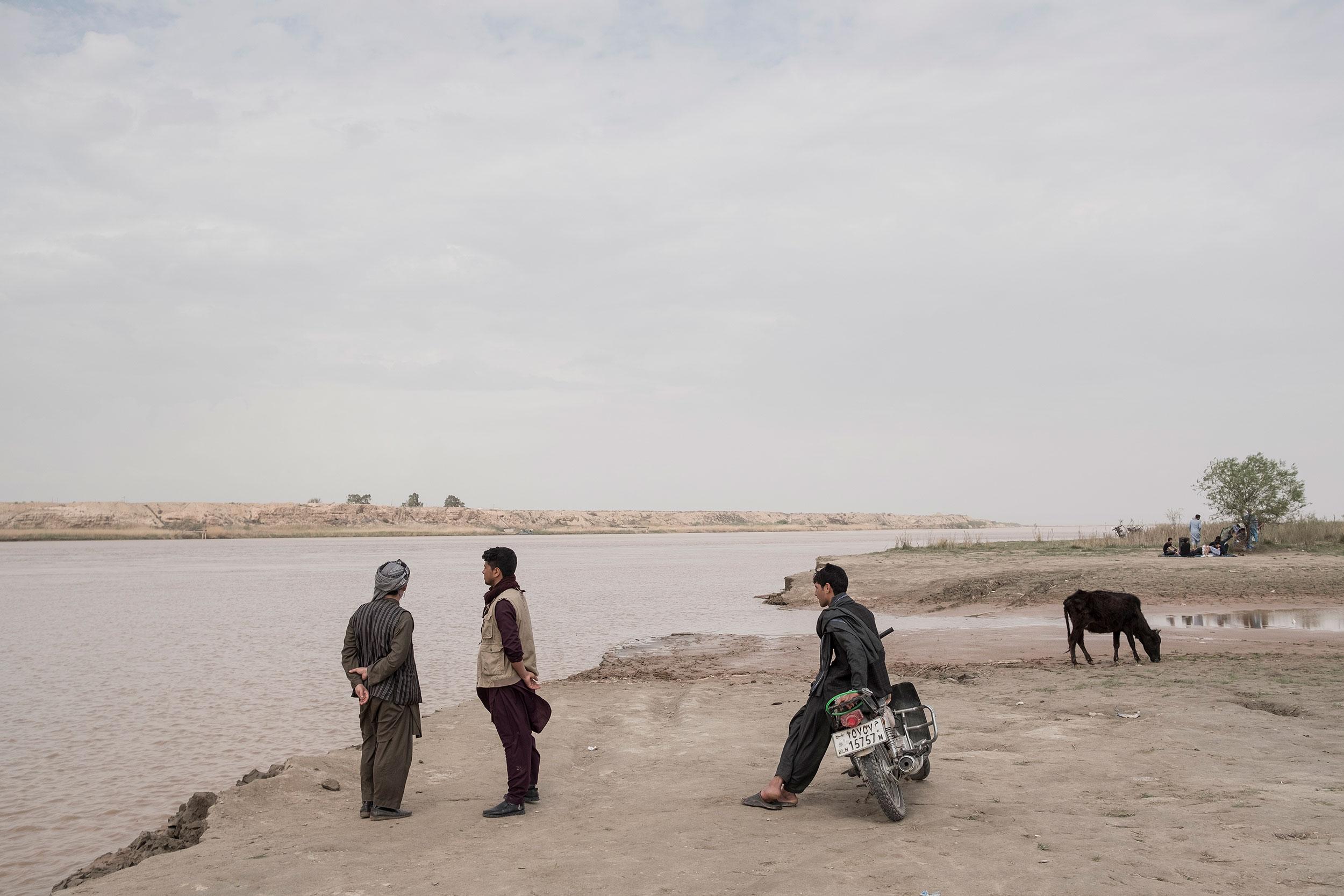 Afghanistan, Uzbek border