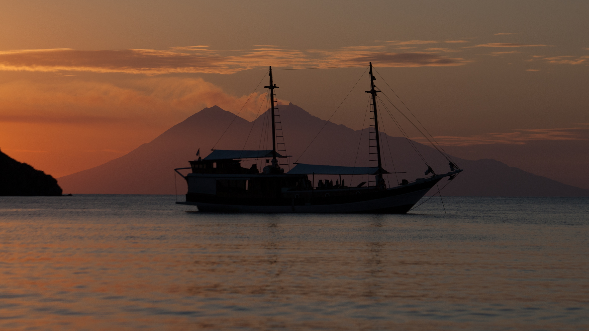 komodo-diving-liveaboard.jpg