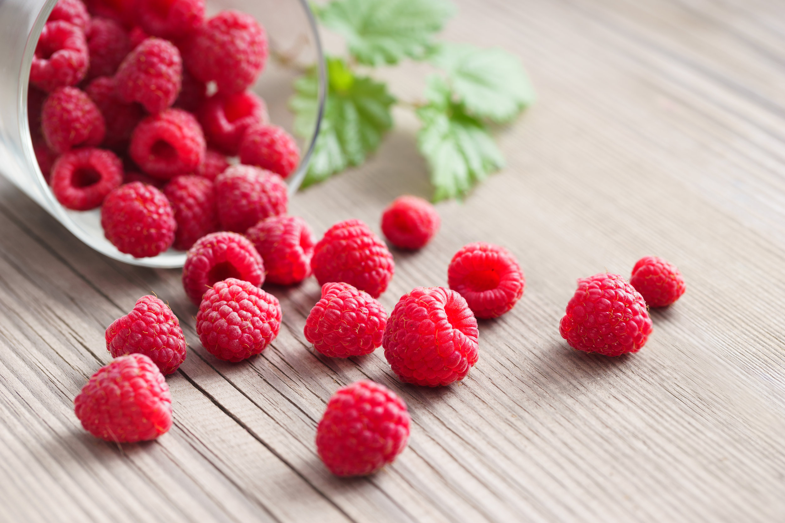 Fresh-raspberries-in-bowl-on-wooden-table.-521496404_6000x4000.jpeg