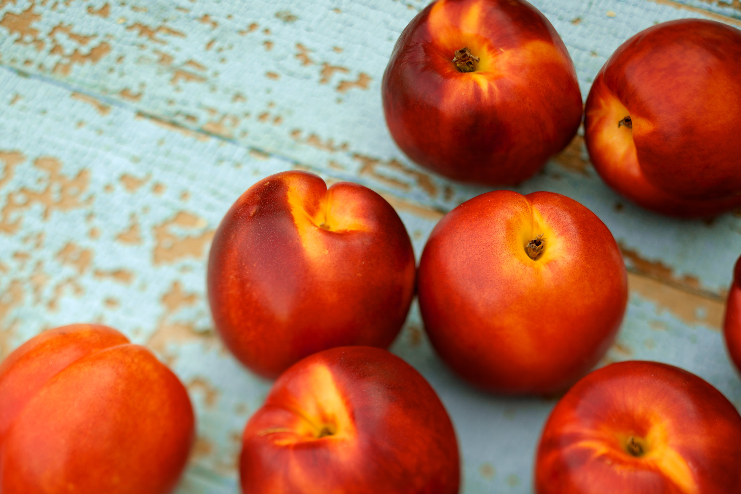 Fresh-organic-nectarines-on-rustic-wood-table-476389116_5616x3744.jpeg