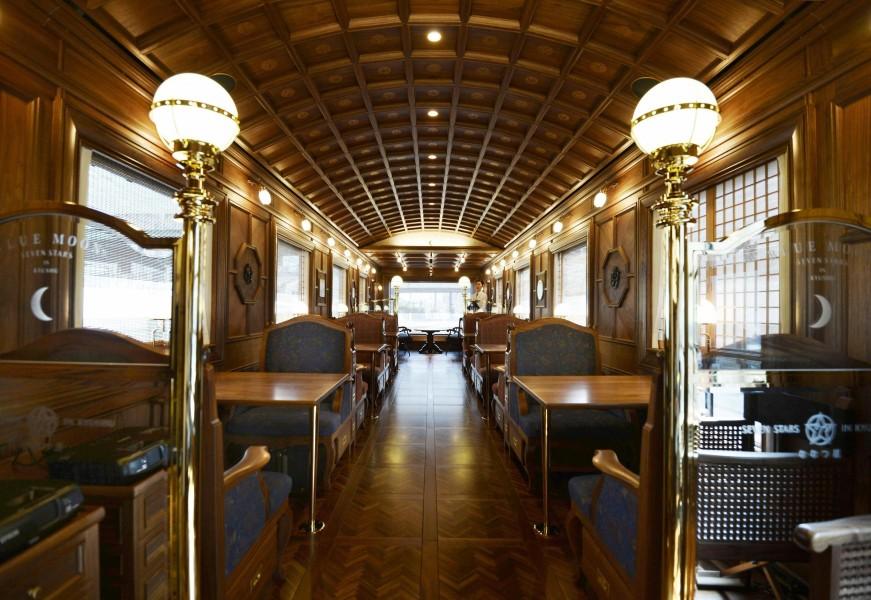 Kyushu-Railway-luxury-train.jpg