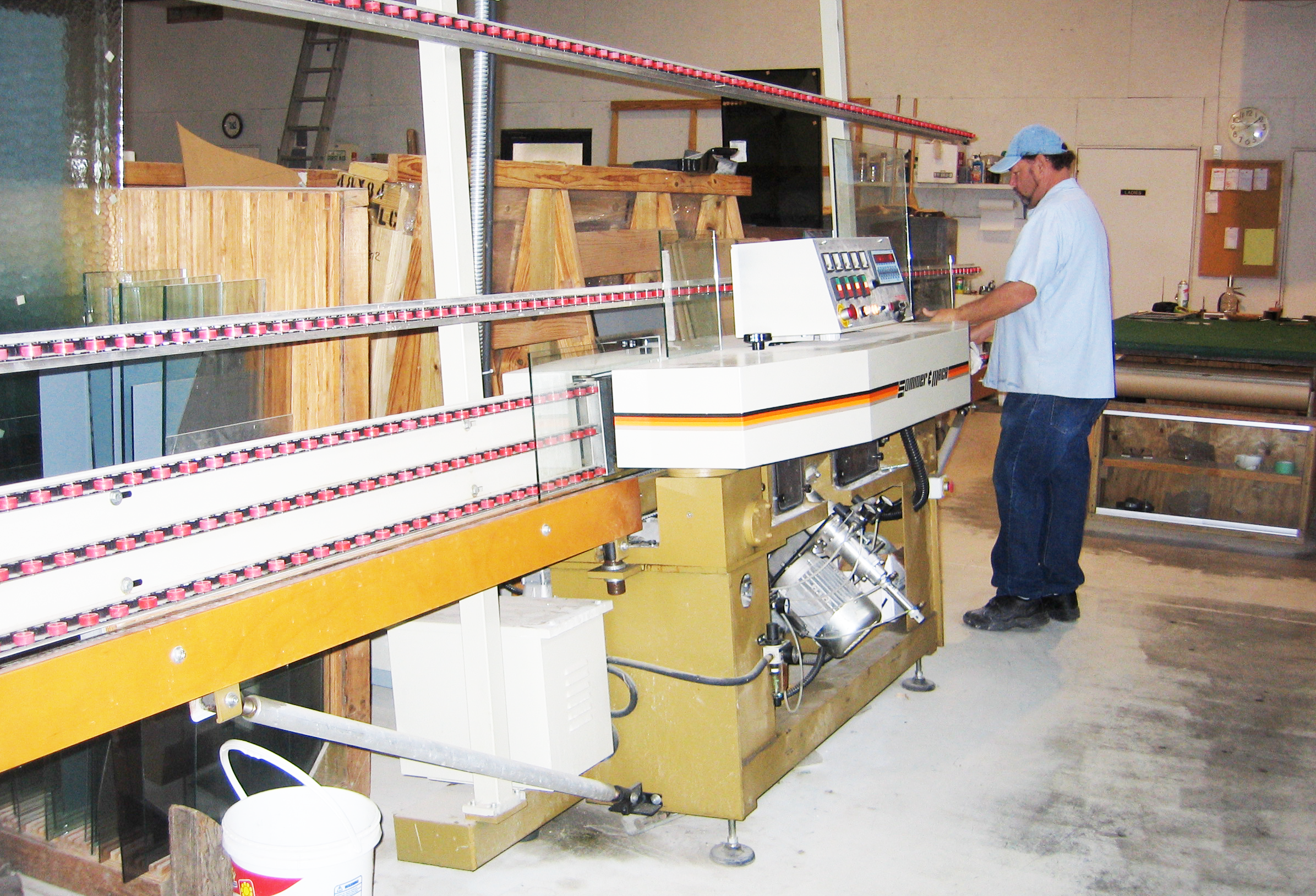 Ray Glass Company uses state-of-the-art equipment to cut your glass to perfection. Our skilled craftsmen know glass!