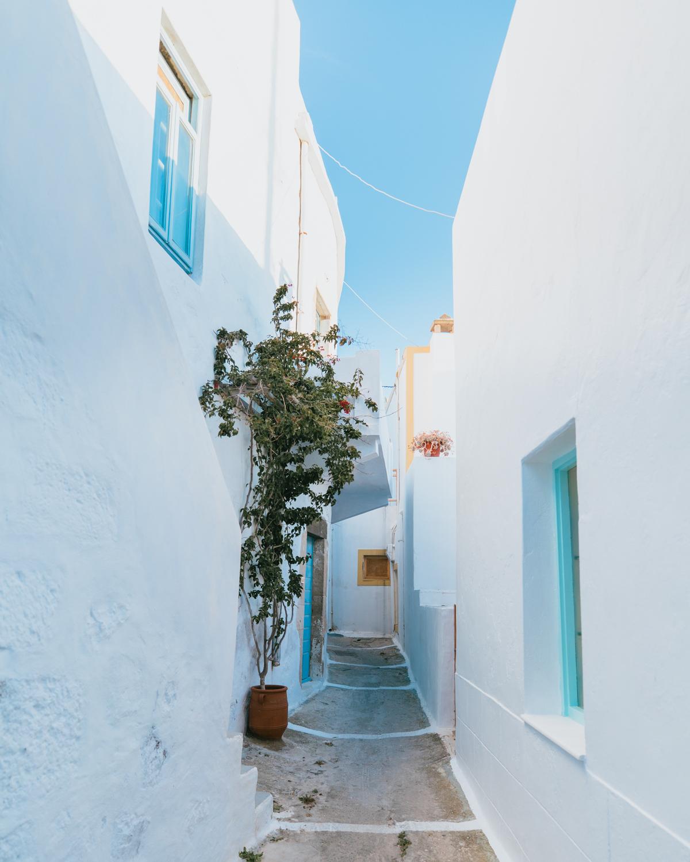 what to do in milos greece plaka