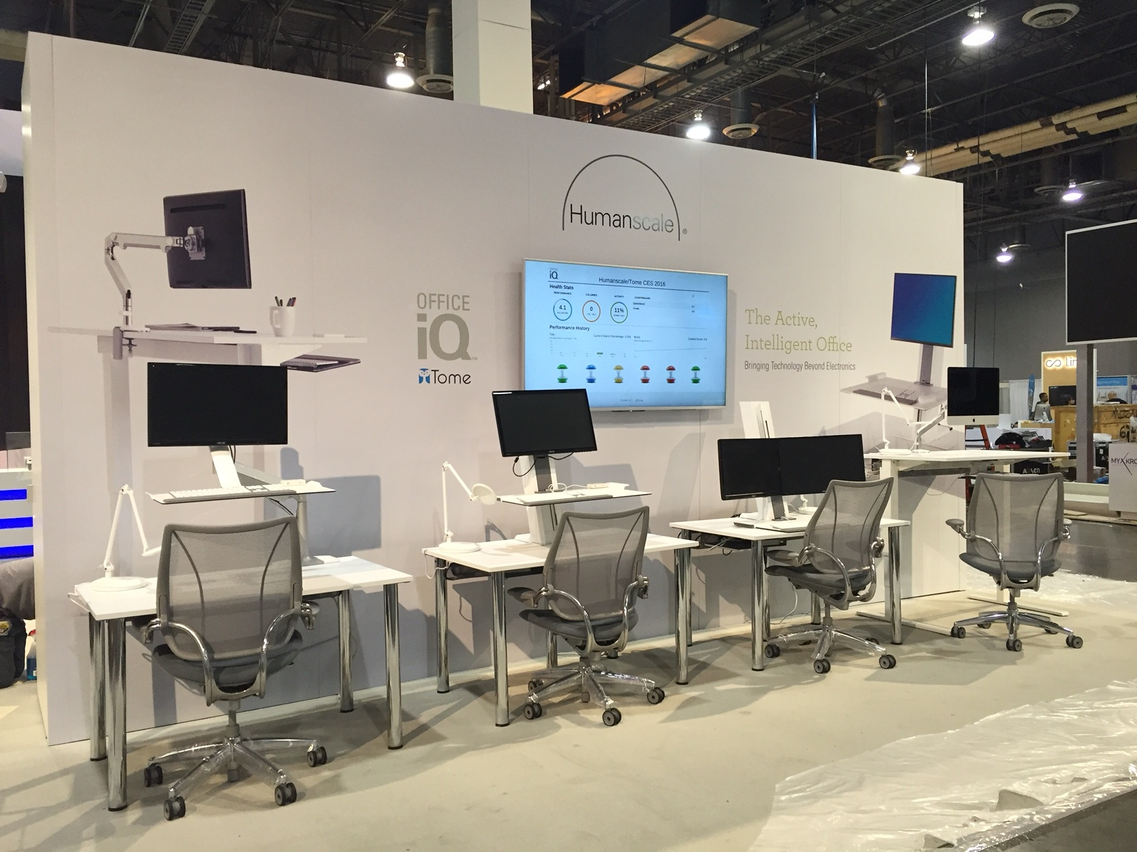 Humanscale display at CES 2016