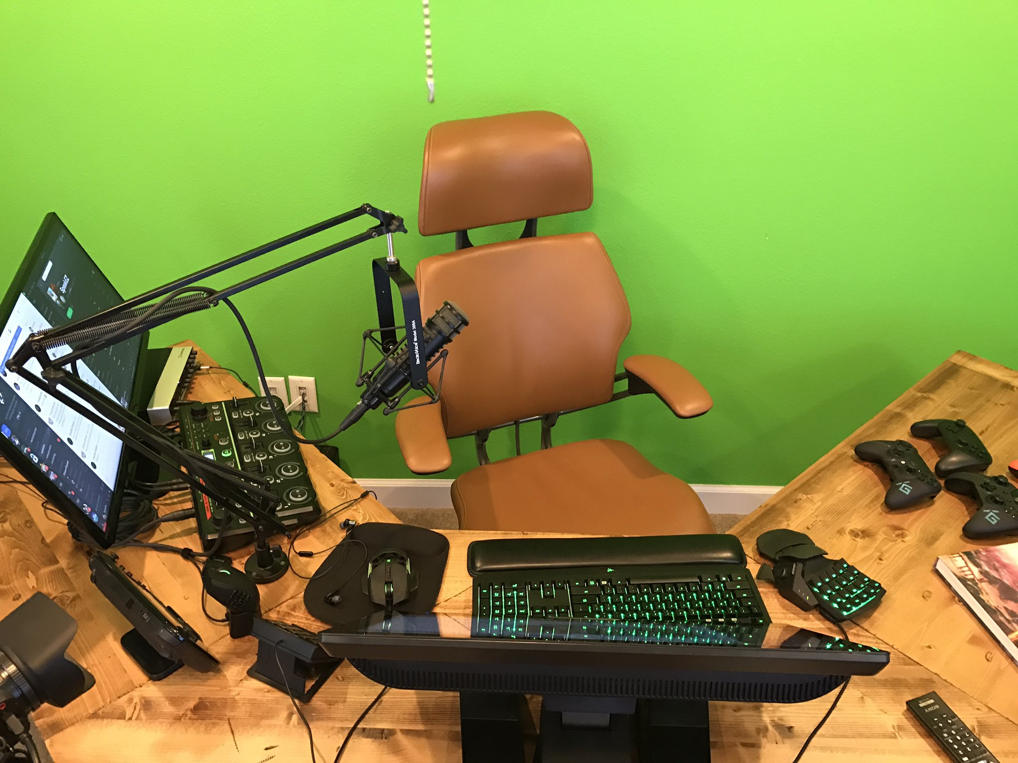 Gothalion  Live in a couple hours. New command station is up and running https://t.co/nYW6qY0yEW  6/23/17, 6:12 AM