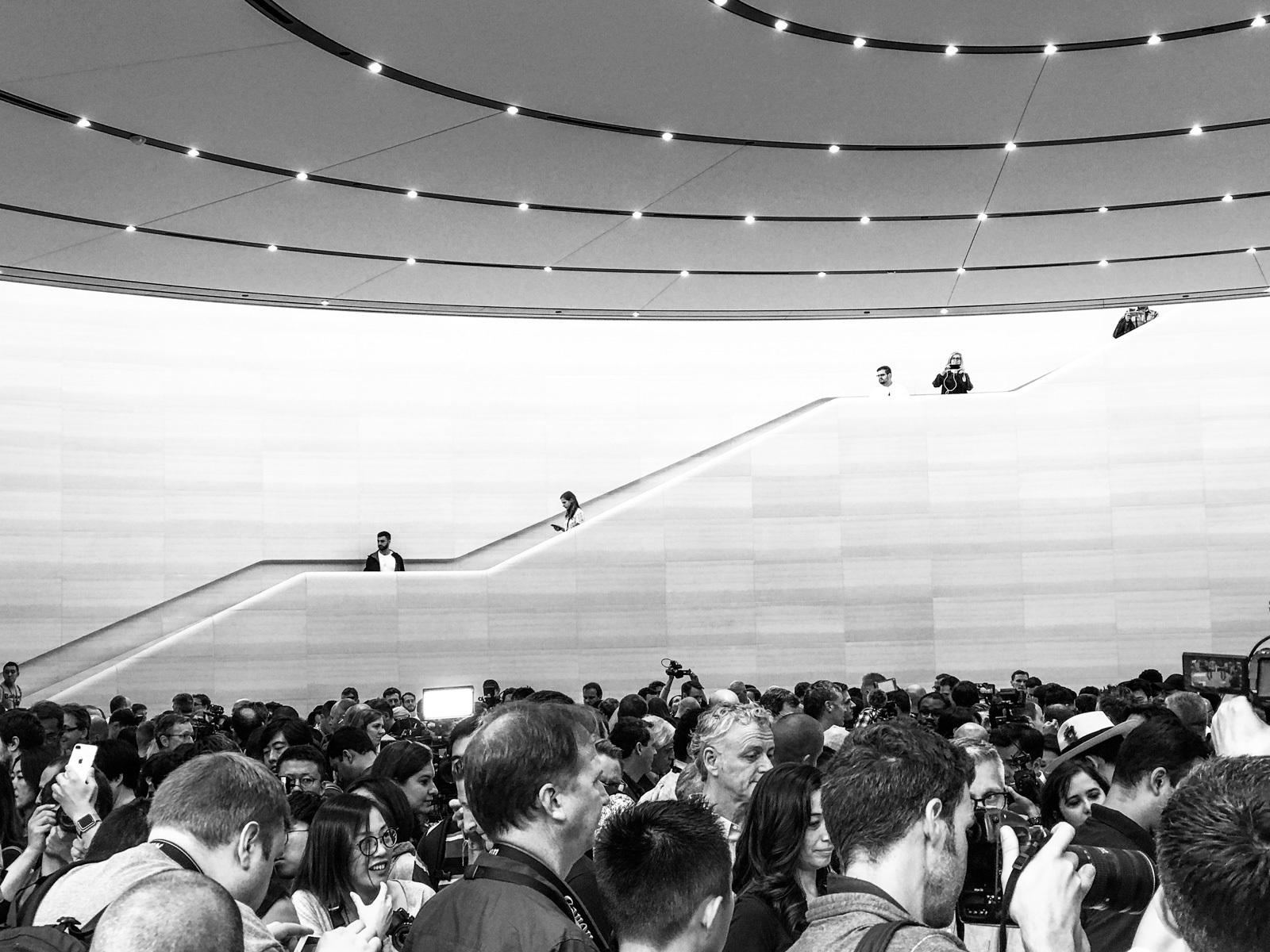 large_apple-steve-jobs-theater-6.jpg
