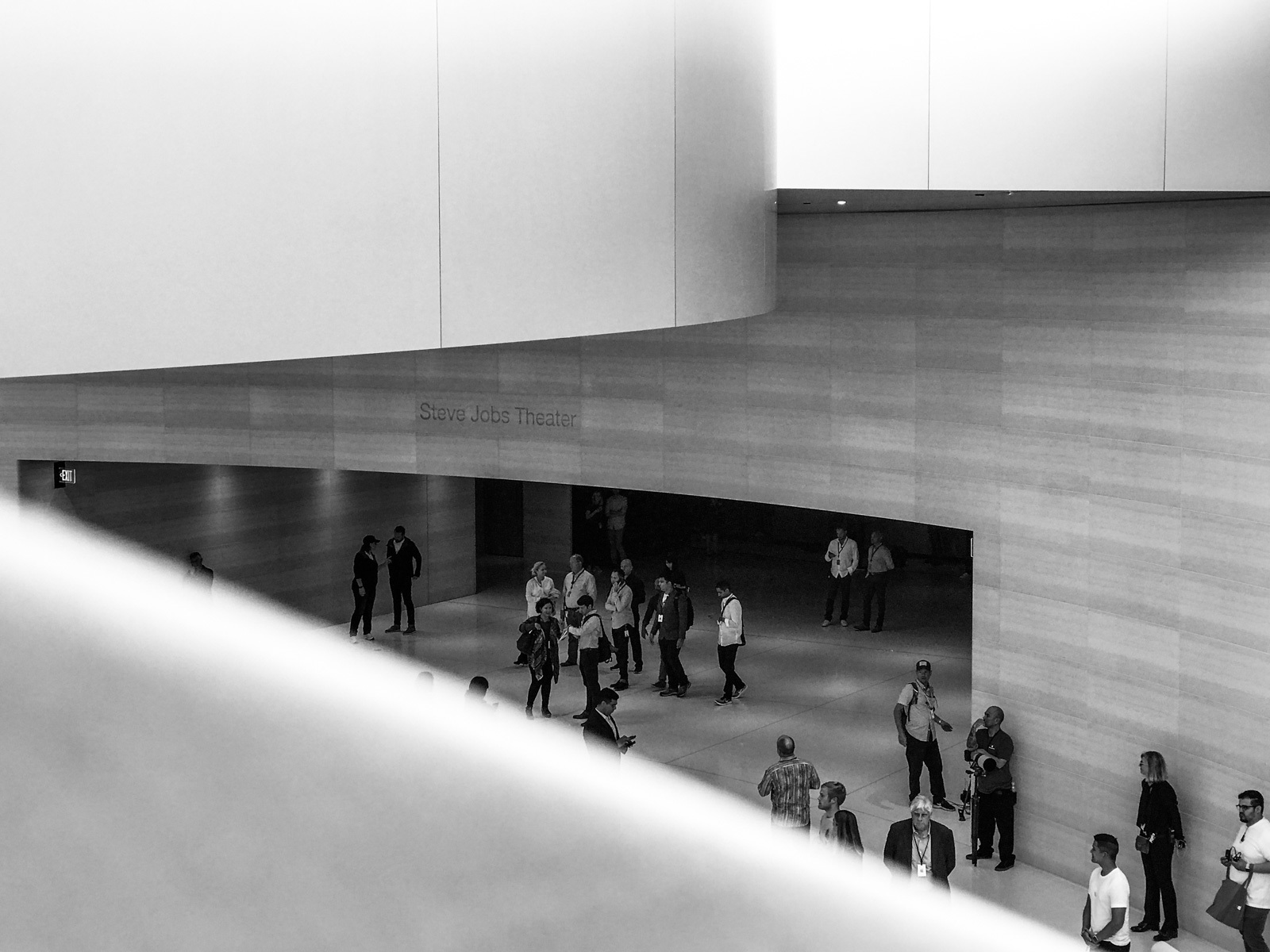 large_apple-steve-jobs-theater-12.jpg