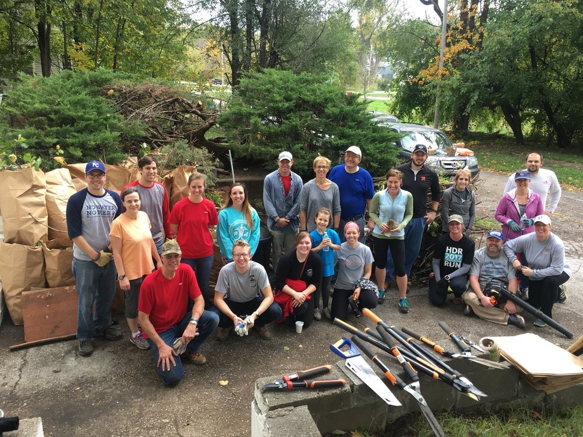 annielizzabeth  Amazing group of Omaha @HDR_Inc volunteers helping to #keepomahabeautiful. #LifeatHDR #HDR100 pic.twitter.com/AwZ3J7ueYf  Oct 21, 2017, 6:23 PM