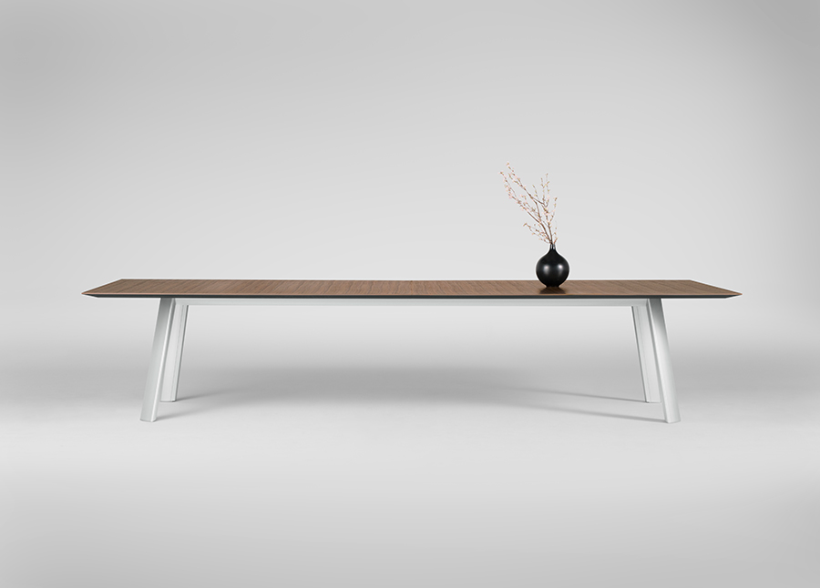 The Traverse table, designed by Rainlight and manufactured by Okamura. While up to 20 feet long, its tabletop is less than 1.25 inches at its thickest point. Courtesy Rainlight
