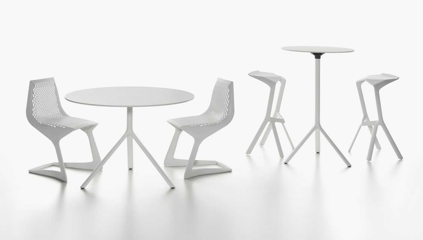 """Depending on the height of the """"Miura"""" table, the """"Miura"""" and """"Myto"""" chairs by Konstantin Grcic are the perfect companions. © Plank"""