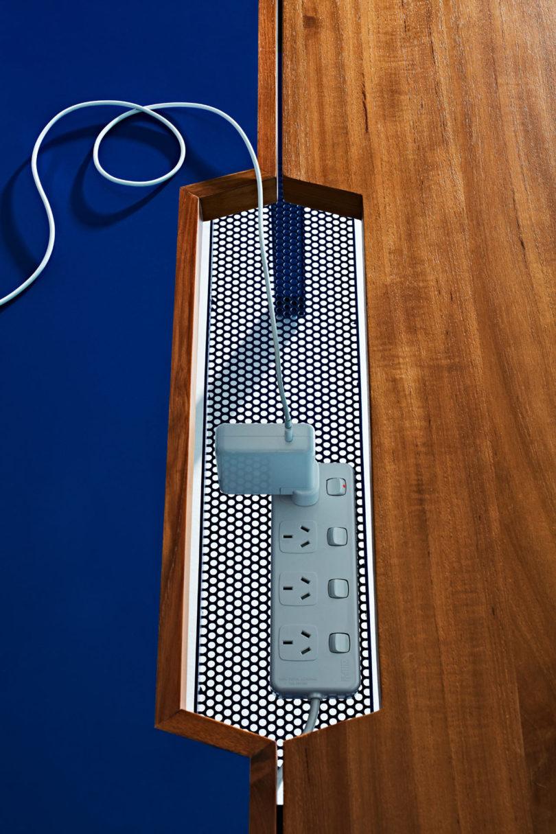 Reddie-Non-Corporate-Workstation-11-810x1215.jpg