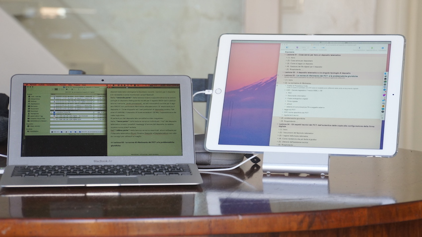 Il mio setup MacBookAir e iPad Pro su stand