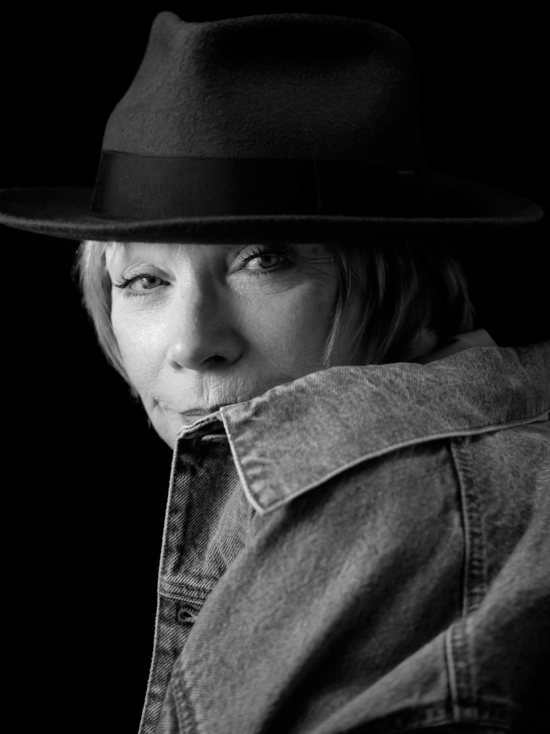 portrait of Shirley Maclaine by palm springs photographer Tim Courtney.