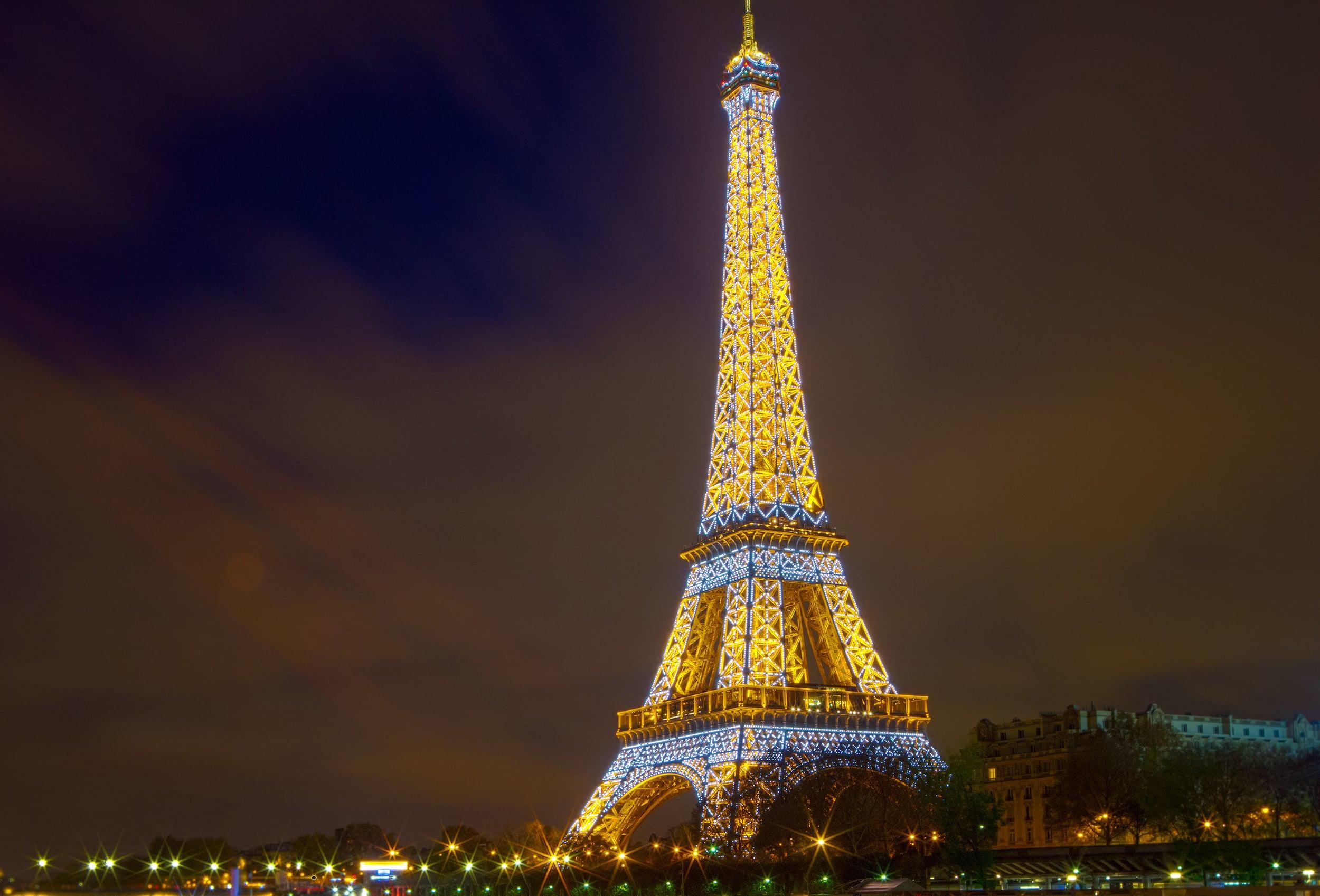 Paris_EiffelTowerTwilight_01-s.jpg