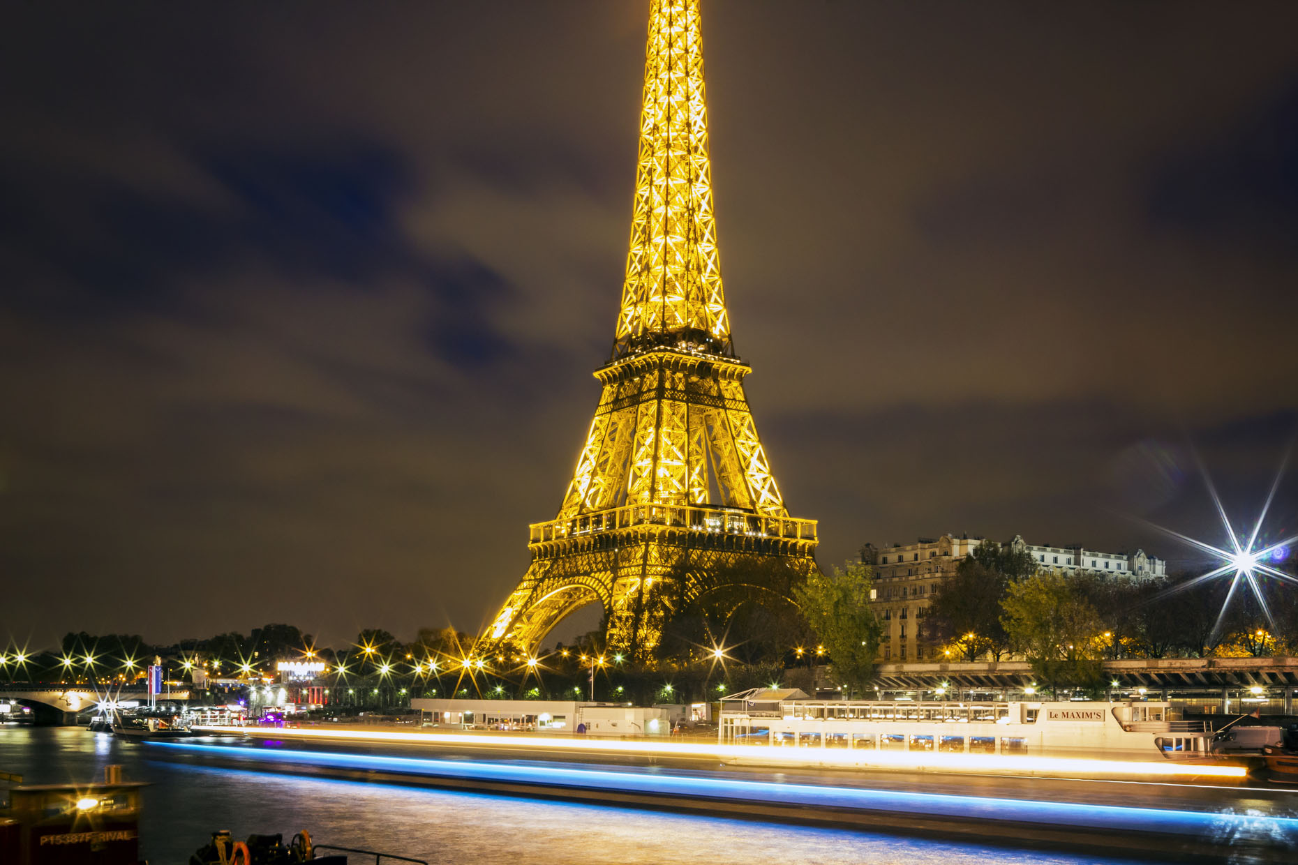 Paris_EiffelTowerTwilight_08.jpg