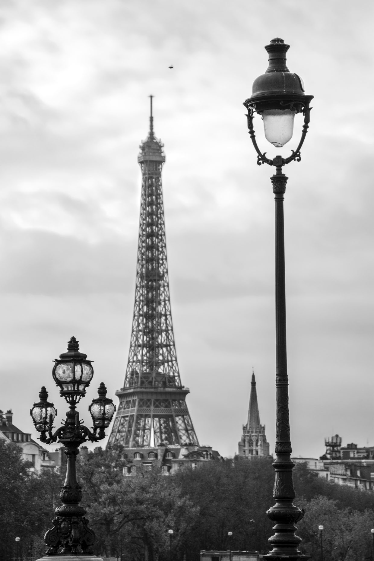 France_Paris_Eiffel_bridge_02-bw_webuse.jpg