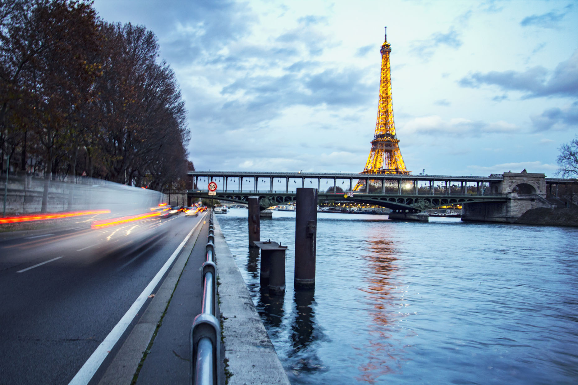 France_Paris_EiffelTowerTwilight_03_webuse.jpg