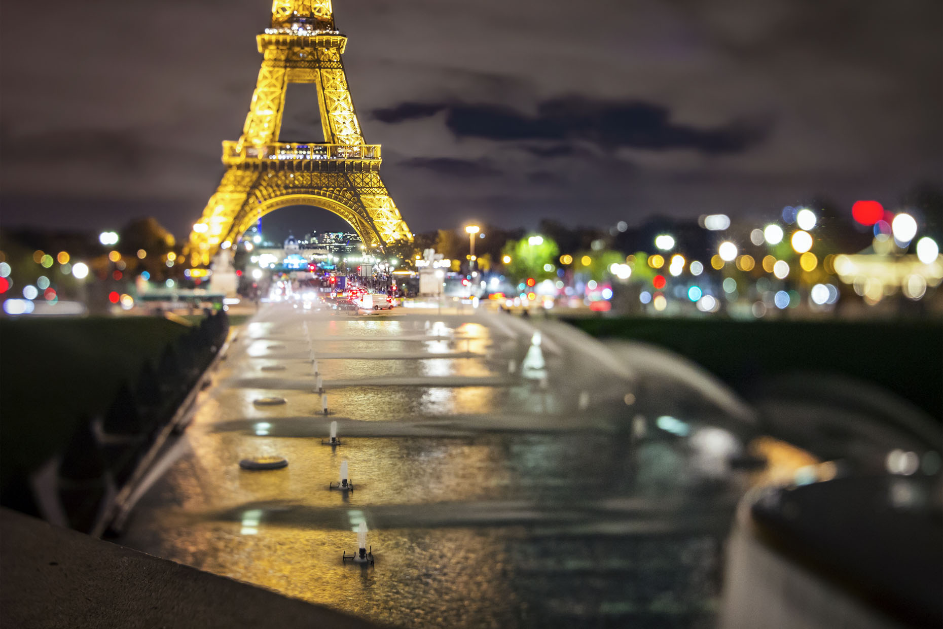 France_Paris_EiffelTowerTwilight_10_webuse.jpg