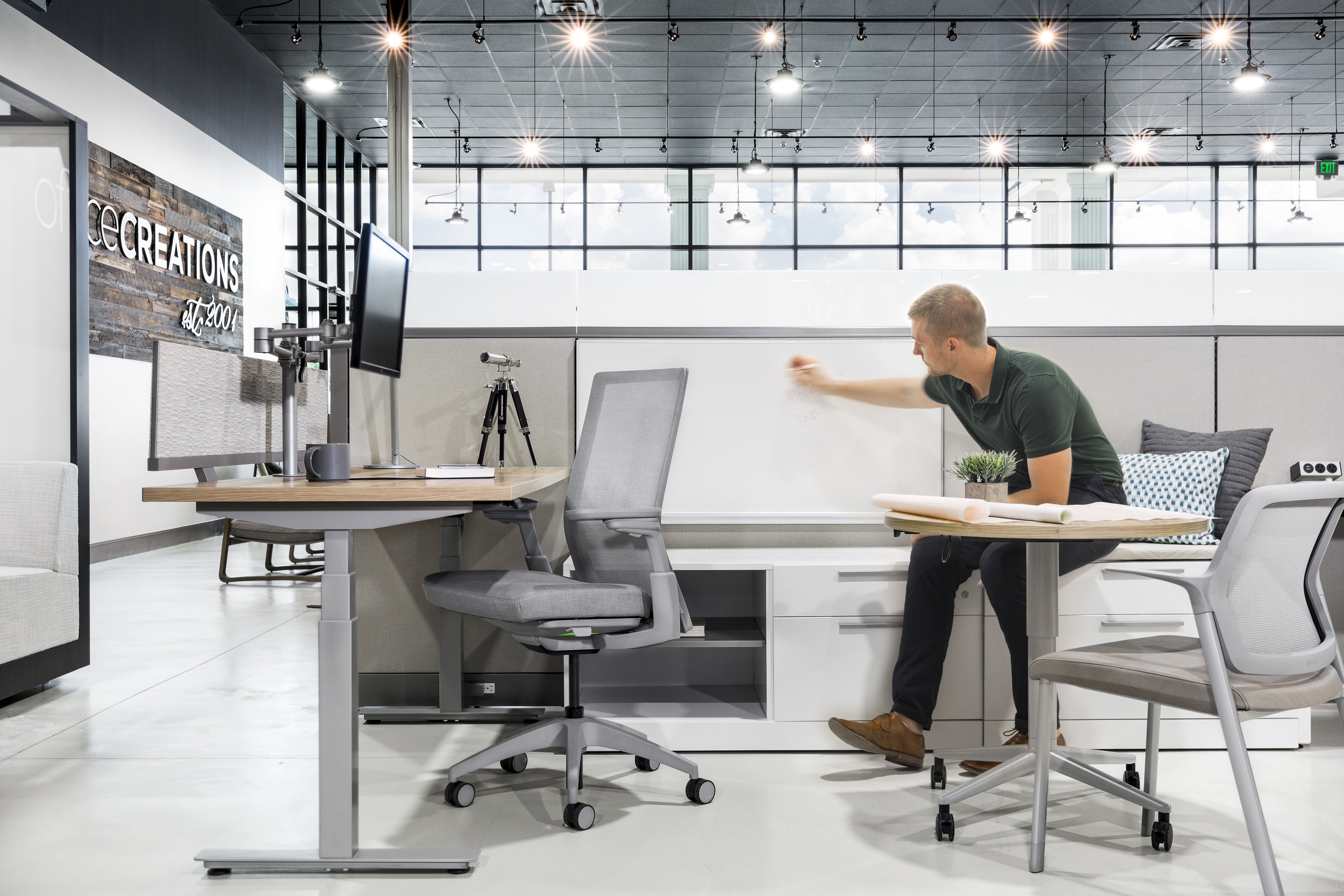 Allsteel_OfficeCreations_Composites_Workstations_03_people.jpg