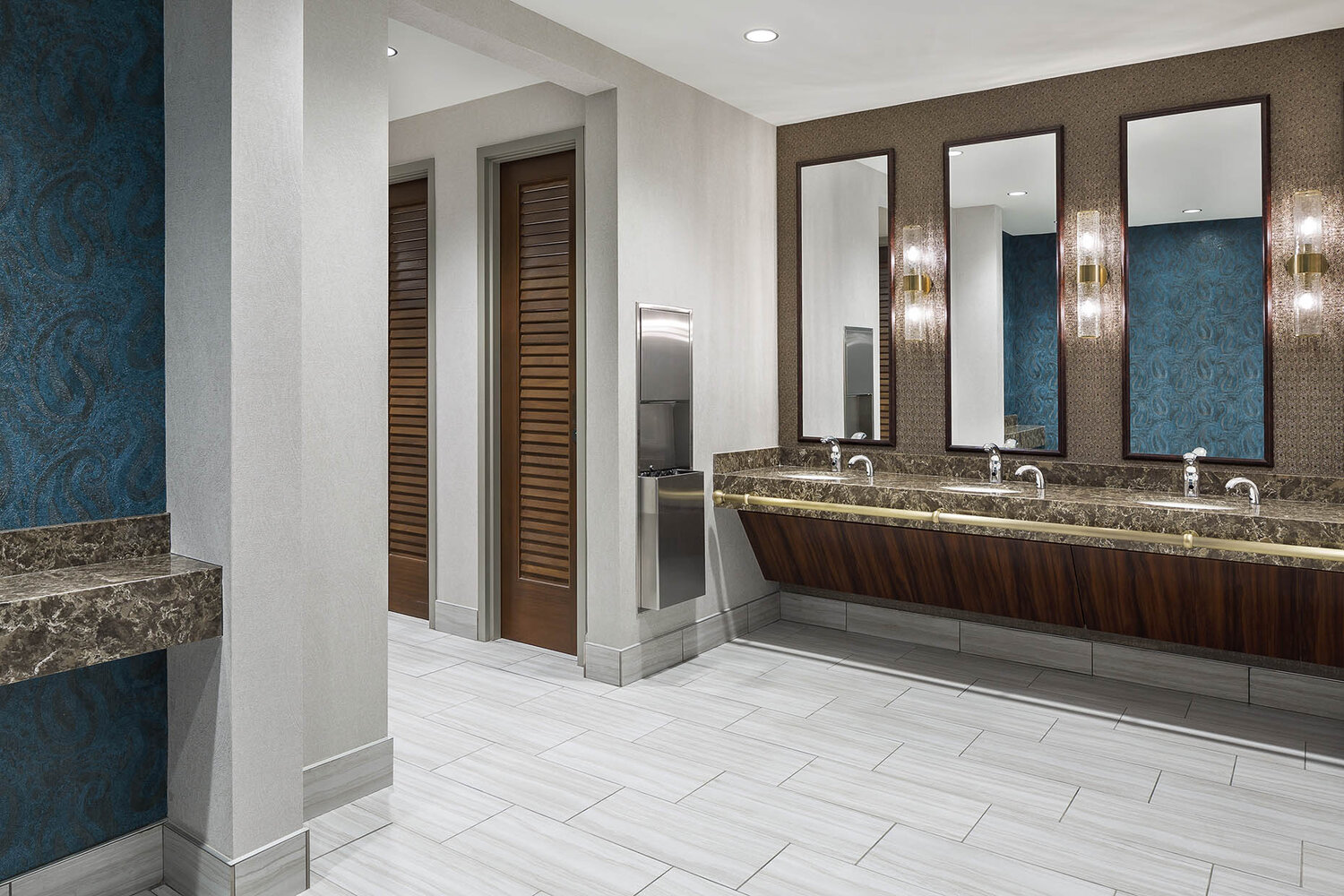 44__JacksonHealthcare_2019_MainBuilding_CommonArea_WomensRestroom_01_webuse.jpg