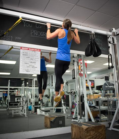 """Want to do a perfect pull-up? Try """"negatives""""for building upper body strength!"""