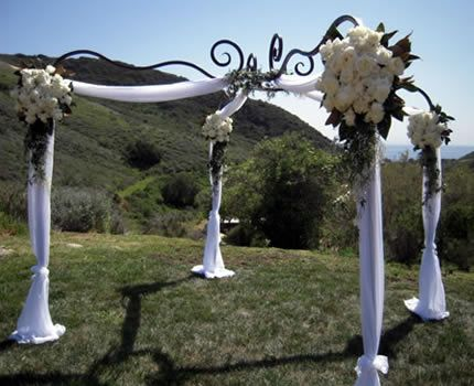 This CC Design wrought-iron and tulle-dressed Chuppah beautifully complemented the rolling hills scenery of this outdoor wedding.