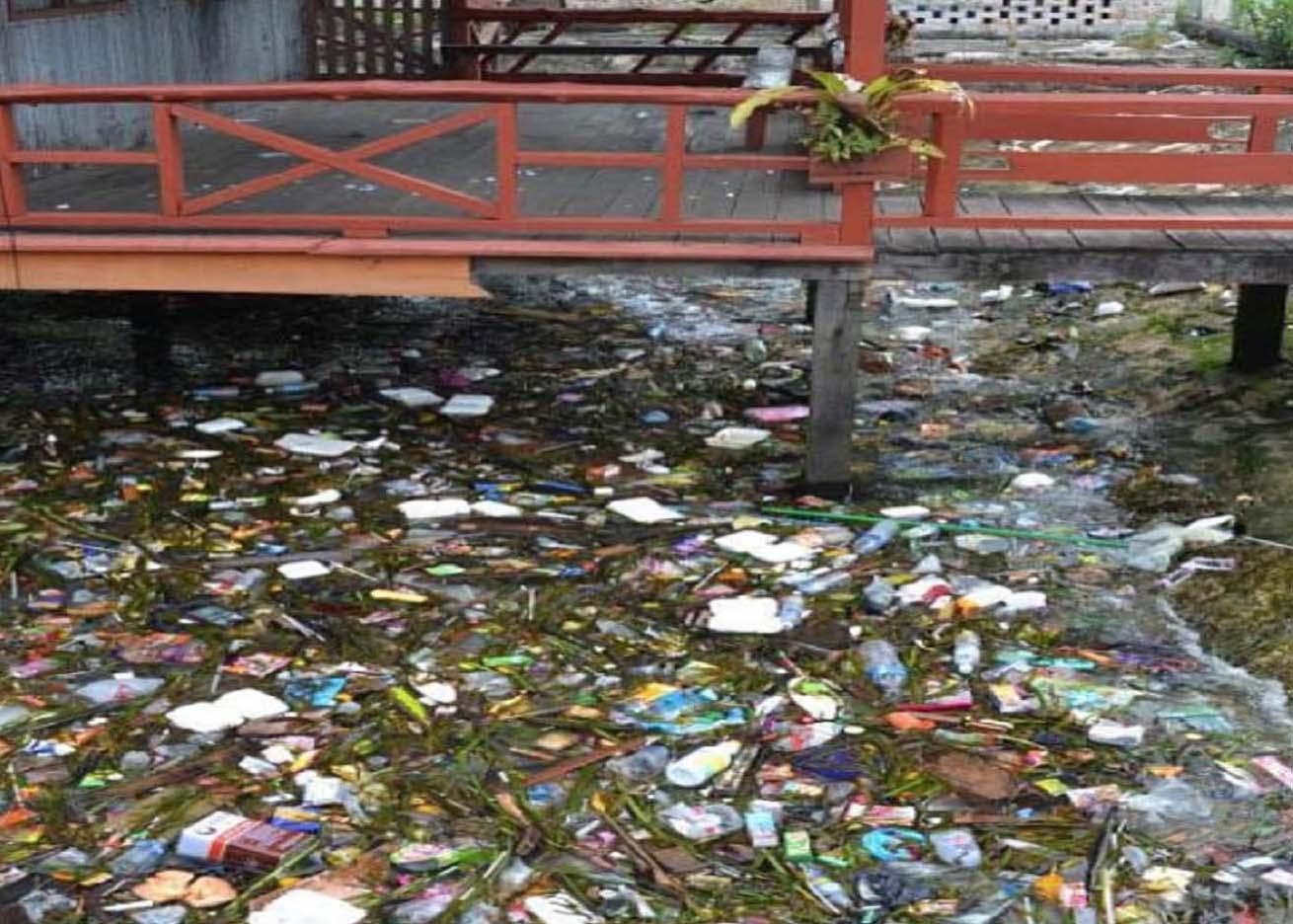 Scuba-Trash-in-Water.jpg