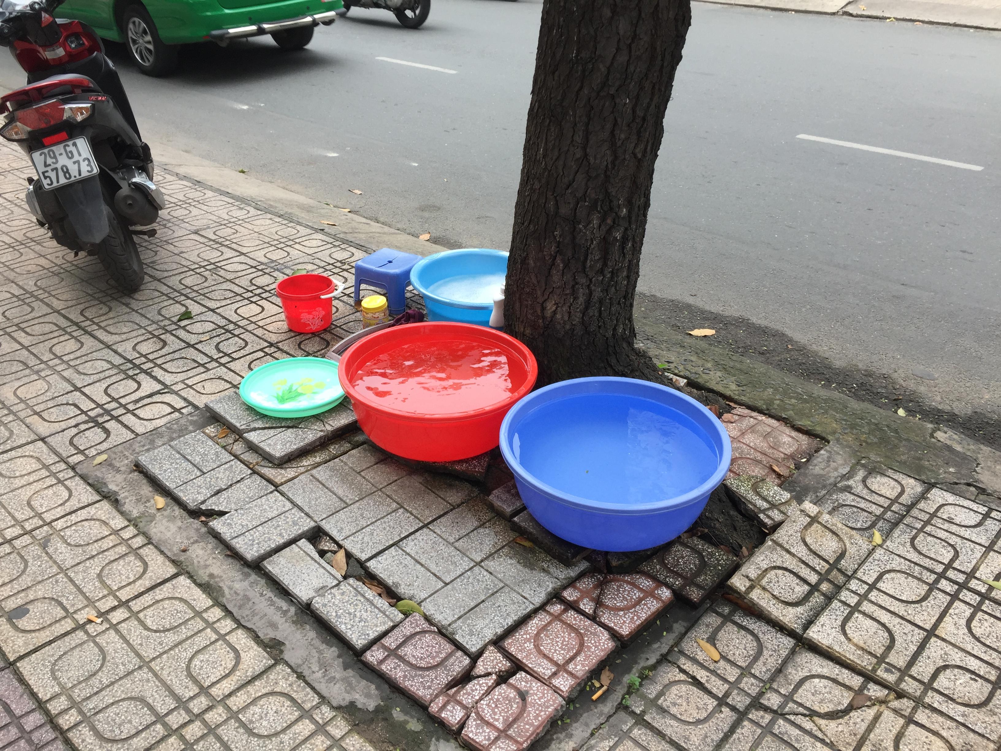 A street dishwashing station