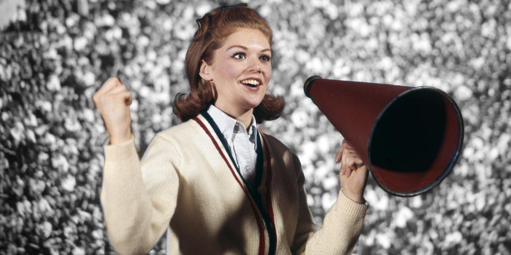 femme-porte-voix-megaphone-par.jpg