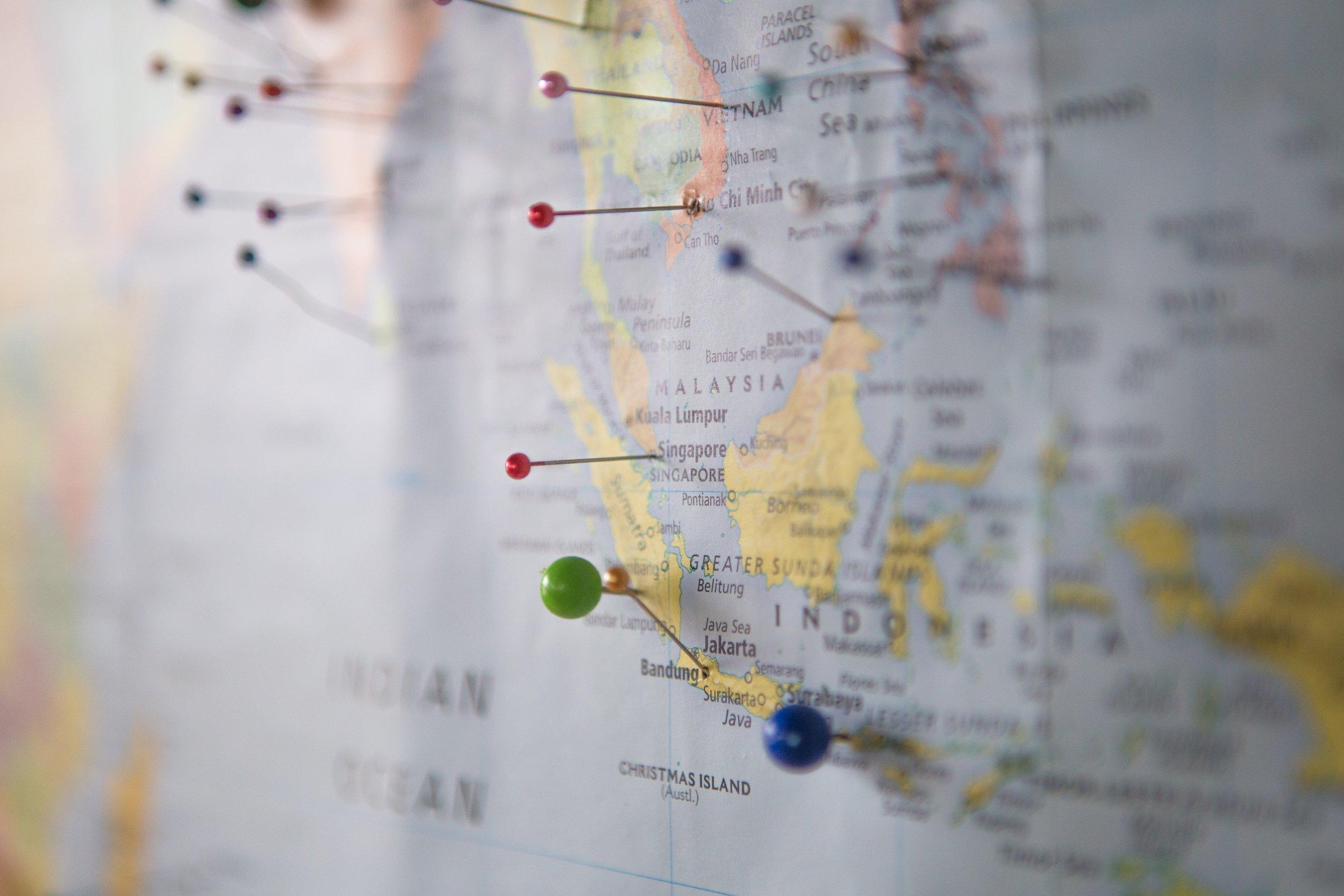 """"""" Mon mari et moi avons comme projet de visiter 50 pays avant d'avoir 50 ans. J'en suis à 41 pays et lui me devance de quelques uns. Next stops: Serbie et Afrique du Sud ."""""""