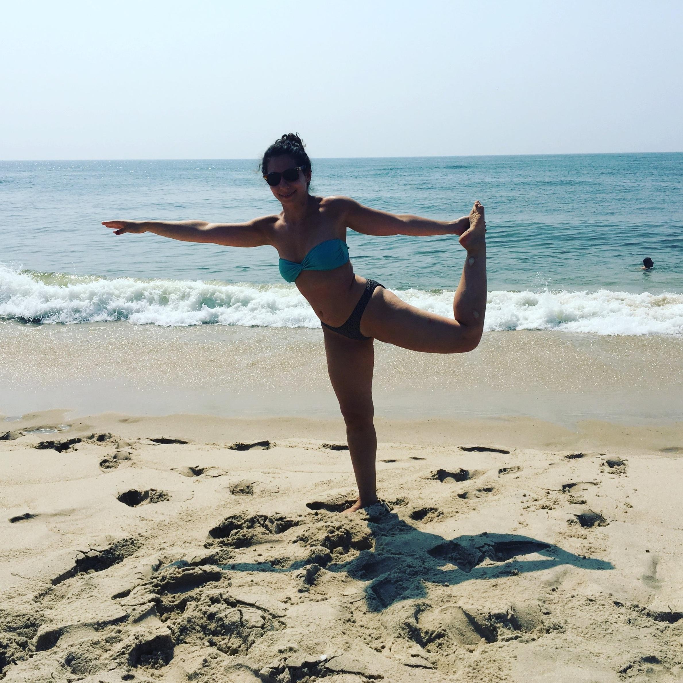 Julia Buchwald est professeure de yoga