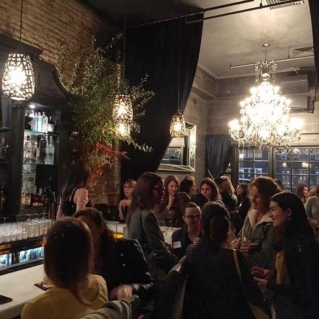 On était très heureuses de toutes vous accueillir hier soir. Beaucoup de femmes extraordinaires avec lesquelles échanger est un vrai plaisir. On a hâte de toutes vous retrouver à notre prochain apéro networking ! Bonne soirée à toutes !!! 😃❤️