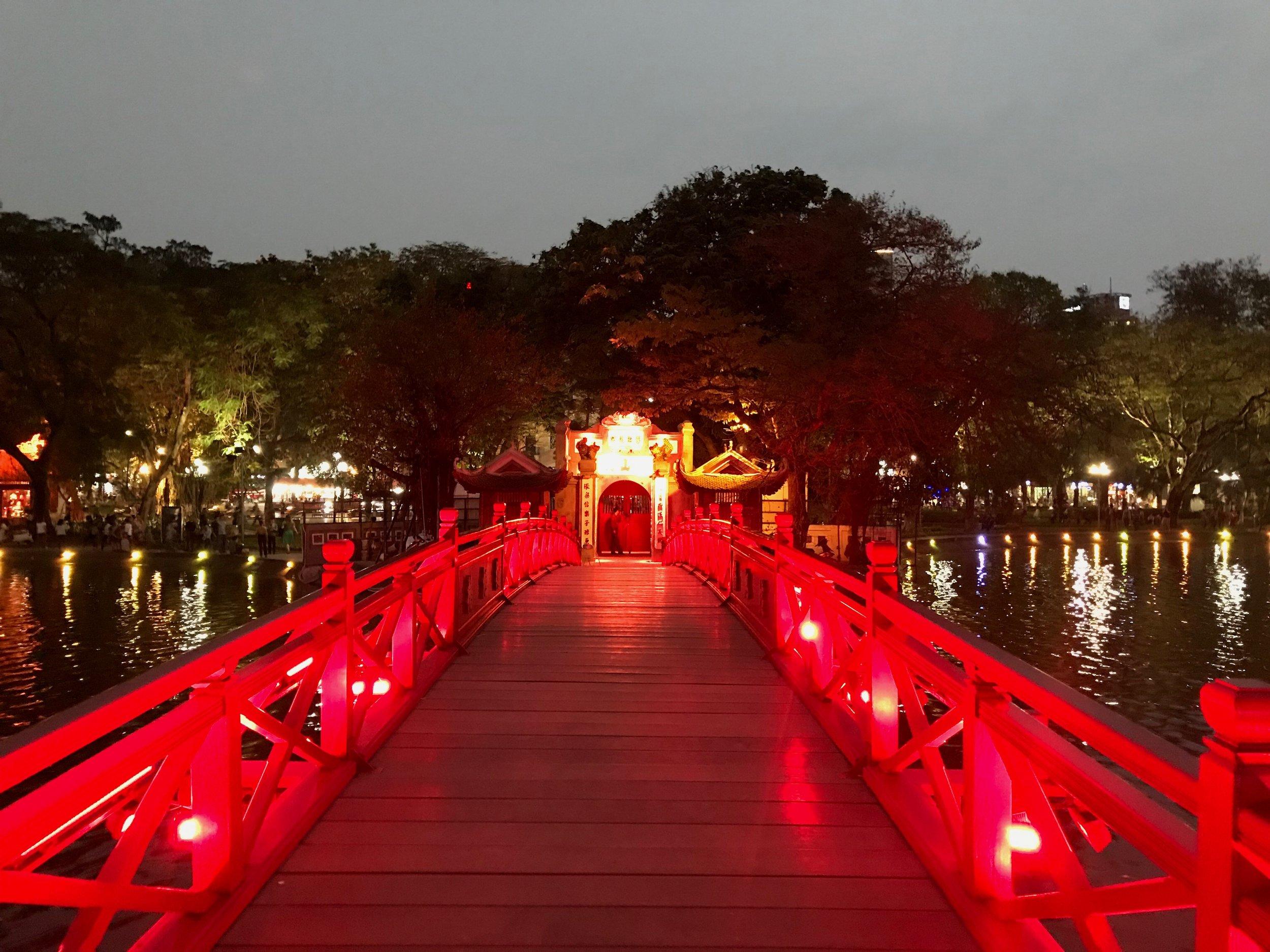 Hoàn Kiếm Lake.jpg